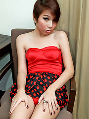 Short haird teeny ladyboy wanks her tool