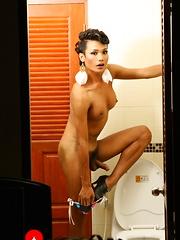 Rock hard Sonya in toilet