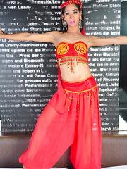 Kim Somo: Belly Dancer